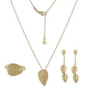 Set with 14kt yellow gold leaves